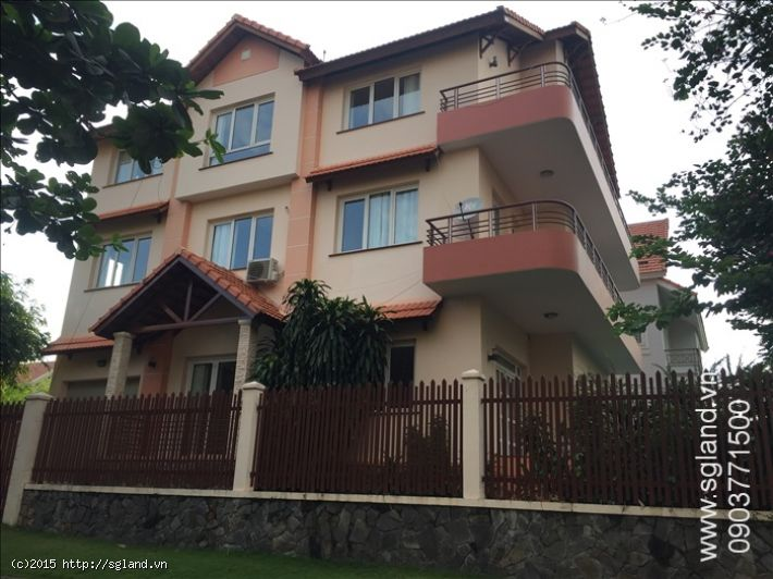 Villa for rent in compound on Nguyen Van Huong Street